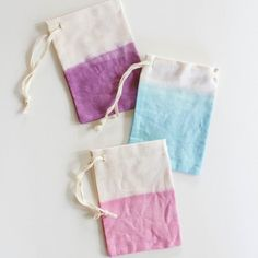 Transform a basic bag with fabric dye! These dip-dye favor bags are really easy to make and are the perfect way to display your party gifts!
