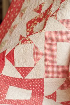 Pretty red & white quilt     More lusciousness at www.myLusciousLife.com