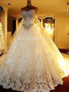 Rêviez vous d'une robe de mariée princesse comme celle ci ? !!! Cliquez pour plus d'infos : http://www.robedumariage.com/robe-de-mariee-boule-blanche-en-organza-bustier-a-traine-eglise-product-7391.html