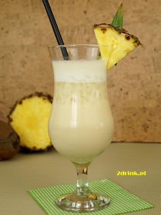 Piňa Colada (Pina Colada) przepis na drink Pina Colada, Alcoholic Drinks, Cocktails, Fruit Smoothies, Mixed Drinks, Glass Of Milk, Liquor, Food And Drink, Tableware