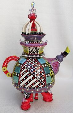 Tea pot with red shoes Pottery Teapots, Ceramic Teapots, Teapots Unique, Vintage Teapots, Tea Pot Set, Tea Caddy, Teapots And Cups, Mad Hatter Tea, Tea Art