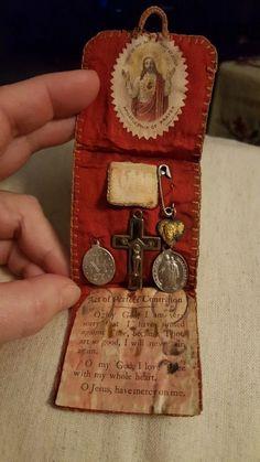 Pocket shrines Catholic Crafts, Catholic Art, Religious Icons, Religious Art, Prayer Corner, Catholic Religion, Assemblage Art, Heart Art, Sacred Heart