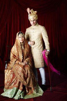 #KareenaKapoor wore #SharmilaTagore's wedding dress, revamped by #ManishMalhotra