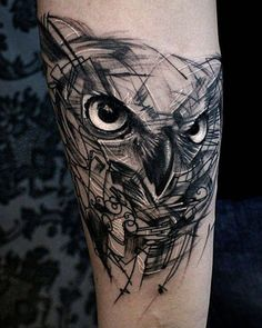 jetzt eine idee für einen tattoo owl hier ist ein uhu mit großen schwarzen augen idee für eine tätowierung auf hand