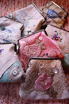 pretty little coin purses--use doily & vintage fabrics Vintage Purses, Vintage Handbags, Vintage Clutch, Pretty Little, Pretty In Pink, Mode Rose, Shabby Chic, Frame Purse, Change Purse
