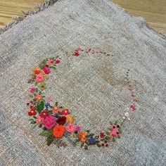 #Embroidery#stitch#needlework#Hemp linen #프랑스자수#일산프랑스자수#자수#자수타그램#햄프린넨 #수놓기 완성~예쁜 가방으로 만들어보자 ~
