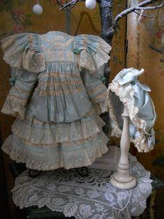 ~~~ Nice Vintage Doll Dress with Bonnet ~~~