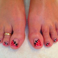 Excellent Totally Free disney Toe Nail Art Tips Generally as soon as we presume regarding toes, we believe they may be unclean and certainly certain Disney Toe Nails, Disney Toes, Mickey Nails, Minnie Mouse Nails, Mickey Mouse, Pedicure Designs, Pedicure Nail Art, Toe Nail Designs, Toe Nail Art