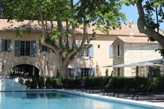 Au bord de la piscine - Les Baux de Provence - Domaine de Manville
