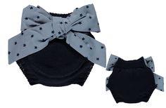 Descrição: Tapa-fraldas com laço, Cor: Azul marinho, Composição: 50% lã + 50% acrílico
