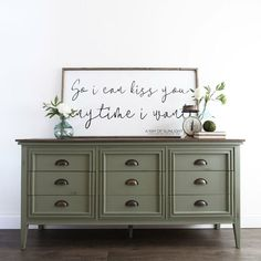 Easily mix Mid Century Modern and Farmhouse with a rustic MCM dresser makeover. Here& how to make a Mid Century Modern Farmhouse Dresser in Olive Green! Diy Dresser Makeover, Furniture Makeover, Dresser Makeovers, Refinished Furniture, Dresser Remodel, Dresser Refinish, Dresser Ideas, Rustic Dresser, Reclaimed Wood Dresser