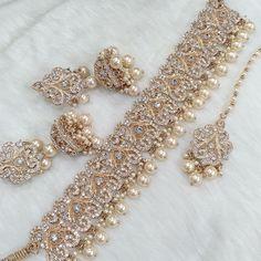 Pakistani Bridal Jewelry, Indian Wedding Jewelry, Wedding Jewelry Sets, Fancy Jewellery, Stylish Jewelry, Kundan Jewellery Set, Bridal Jewellery Inspiration, Jewelry Design Earrings, Jewellery Designs