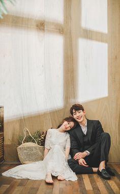 Pre Wedding Poses, Wedding Couple Poses, Pre Wedding Photoshoot, Wedding Shoot, Wedding Couples, Korean Wedding Photography, Couple Photography, Creative Couples Photography, Korean Couple Photoshoot
