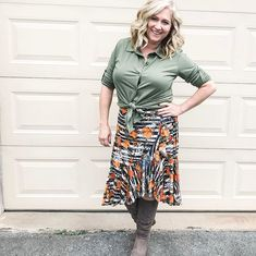 I think #lularoevalentina and #lularoebella make a perfect birthday dinner outfit. Make sure you are in my group (link in profile) to get your gifts for my birthday this week! #lularoe #lularoedelaware #lovehooyouare #lularoeselena #happybirthday #celebration #gettingold #betterthanthealternative #fashion #ootd #instafashion #fashionover40 @deannelularoe @lularoe