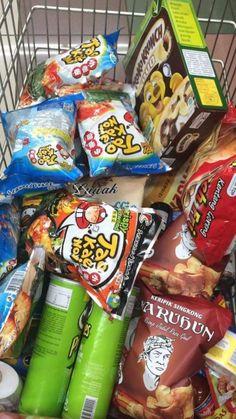Pyjama-party Essen, Sleepover Food, Junk Food Snacks, Snap Food, Food Snapchat, Japanese Snacks, Aesthetic Food, Food Cravings, Korean Food