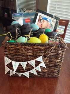 Gifts baskets for men fathers day 49 ideas Diy Father's Day Gift Baskets, Fathers Day Gift Basket, Diy Father's Day Gifts, Basket Gift, Homemade Easter Baskets, Easter Gift Baskets, Diy Birthday Decorations, Easter Crafts For Kids, Boyfriend Gifts
