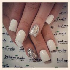 White nails with a silver ring finger Bling Nail Art, Glitter Accent Nails, Bling Nails, Silver Glitter, Sparkle Nails, Silver Nails, Gradient Nails, Sparkles Glitter, Hot Nails