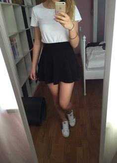 Kup mój przedmiot na #vintedpl http://www.vinted.pl/damska-odziez/spodnice/10292478-czarna-klasyczna-rozkloszowana-spodniczka-s