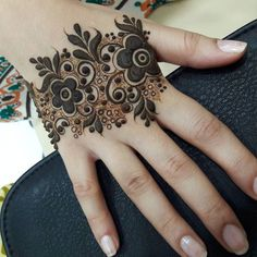 Latest Indian Mehndi Designs, Photos, Images for Diwali 2018 Khafif Mehndi Design, Mehndi Designs Book, Mehndi Design Pictures, Modern Mehndi Designs, Mehndi Designs For Beginners, Beautiful Henna Designs, Mehndi Designs For Hands, Mehandi Designs, Mehndi Images