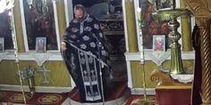 Πολλές είναι οι αντιδράσεις για τον αρνητή ιερέα στη Χαλκιδική ο οποίος έκανε Ανάσταση την ώρα που γινόταν πάντα, αναφερόμενος και στα μέτρα για τον κορωνοϊό τονίζοντας πως εμβόλια, τεστ και μάσκες είναι «του διαβόλου εντολές». | ΕΛΛΑΔΑ | iefimerida.gr | ιερέας, Χαλκιδική, αρνητής