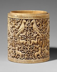 Pyxis, ca. 950-975. Spanish. The Metropolitan Museum of Art, New York. The Cloisters Collection, 1970 (1970.324.5)