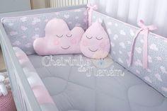 Baby Room Decor, Nursery Room, Girl Nursery, Diy Crafts Images, Baby Cot Bumper, Baby Deco, Carousel Designs, Kids Pillows, Diy Baby