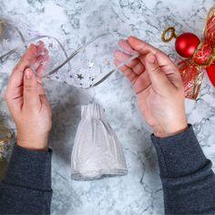 Ange DIY en bouteille recyclée - Une activité de Tête à modeler Teacher, Christmas, Diy, Crafts, Bricolage Noel, Diy Crafts, Christmas Sewing Projects, Easy Christmas Decorations, Homemade Christmas Decorations