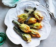 Delicate and hyper-seasonal, zucchini flowers are one of spring's gifts. Make the most of them in pasta dishes, salads and aperitivi snacks. Pasta Sauces, Pasta Dishes, Light Pasta Sauce, Zucchini Flowers, Protein Salad, Flower Food, Cook At Home, Fruit Recipes, Menu Planning