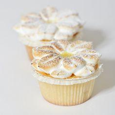 Panque de Limon Cupcake by artizone, via Flickr