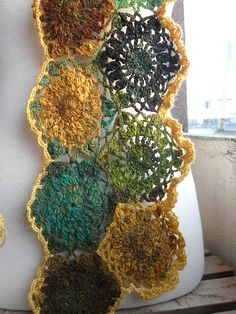 Ravelry: Shawtee65's Fall Flowers. OOOOH. This is so pretty! Can you imagine owning that scarf!