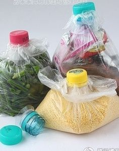 Réutilisation des bouteilles en plastique pour fermer vos sacs en plastique.