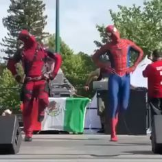 Spidey and Deadpool: the bromance to end all bromances (no matter how much Peter tries to ignore it). meme hilarious In a parallel universe, where Sony and Disney stayed friends Funny Short Videos, Funny Video Memes, Stupid Funny Memes, Funny Relatable Memes, The Funny, Hilarious, Very Funny Gif, Funny Shit, Marvel Jokes