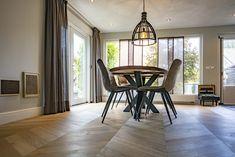 Licht gerookte hongaarse punt afgewerkt met een hoge Barokke plint Wood, House, Woodwind Instrument, Haus, Trees, Home Decor Trees, Home, Woods, Homes