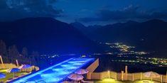 ALPIN PANORAMA HOTEL HUBERTUS****S Skypool bei Nacht..  #skypool #alpinpanoramahotelhubertus #hubertus #alpinhotels #hotels #alpinresorts #berge #winterurlaub #südtirol #italien #wellness #wellnesshotels #spa #pool #winterwellness #olang #dolomiten #urlaub #wellnessurlaub #entspannen #auszeit #break #leadingsparesorts