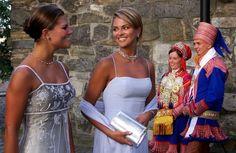 Madeleine (oik.) ja Victoriaosallistuivat Norjan kruununprinssi Haakonin ja Mette-Marit Tjessemin häihin vuonna 2001.