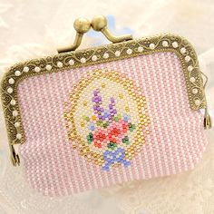 Baby BeadsMania: Handmade kit pouch porch - King owl and lavender - beads enthusiast beads kit miscellaneous goods wallet りす stitch handicrafts of the memory Peyote Stitch Patterns, Beading Patterns, Cute Frames, Frame Purse, Tablet, Bead Kits, Beaded Purses, Seed Bead Earrings, Brick Stitch