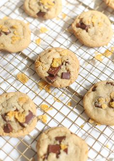 Chocolate Chunk Corn Flake Cereal Cookies - Chocolate Chip Cookie Recipe - GLITTERINC.COM Chocolate Potato Chips, Dairy Free Chocolate Chips, Perfect Chocolate Chip Cookies, Vegan Chocolate, Melting Chocolate, Vegetarian Chocolate, Cereal Cookies, Gooey Cookies, Buttery Cookies