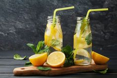 fogyaszto viz citrom limonade Diet Drinks, Healthy Drinks, Healthy Recipes, Zero Calorie Foods, Detox Tea, Milkshake, Superfood, Voss Bottle, Clean Eating