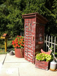 *i like the stand in back and crate and of the outhouse Love it