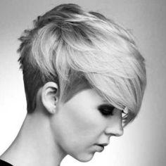 Taglio capelli corti biondi