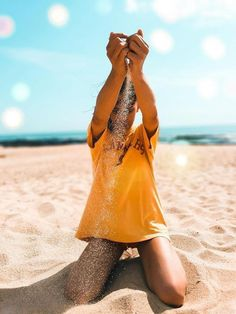 is all about summer, beach, traveling, tanning and . tons of bikinis! Beach Photography Poses, Summer Photography, Photography Photos, Creative Photography, Cute Beach Pictures, Creative Beach Pictures, Beach Instagram Pictures, Bikini Pictures, Creative Photos