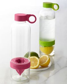 Infuse your own water with any citrus fruit naturally with this awesome water bottle from Neiman Marcus! I wants it.