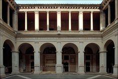 Roma, via dell'Arco della Pace, chiesa di S. Maria della Pace: chiostro del Bramante (Donato Bramante, 1500-04)