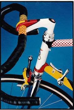 A Roy Lichtenstein inspired bike design. Do not know who did it but it's just brilliant. Rolling art. Very well done.