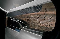 Avec EXALT, Peugeot dévoile sa vision sublimée de la berline en l'inscrivant dans la démarche initiée dès 2012 par le concept Onyx. EXALT est dédié au plaisir des sens. Il interpelle dès le premier contact par des partis-pris stylistiques radicaux, comme par les matériaux sélectionnés.