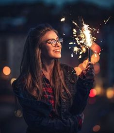 Recommendations for girl characters – Anna von Klinski – girl photoshoot Portrait Photography Poses, Tumblr Photography, Light Photography, Creative Photography, Amazing Photography, Photography Ideas, Sparkler Photography, Happy Photography, Inspiring Photography