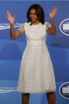 Michelle Obama Wows Us Again With Her First Lady Style Mode Michelle Obama, Michelle Obama Flotus, Michelle Obama Fashion, Barack And Michelle, Diva Fashion, Fashion Looks, Womens Fashion, Fashion 2020, Fashion Beauty