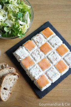 Terrine froide au saumon fumé, fromage frais et à la courgette