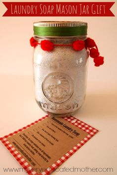 DIY Laundry Soap Recipe, Free Printable, and Mason Jar Gift Idea!  @mvemother