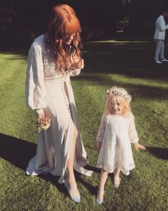 Oct 2017 - Florence Welch at Chris and Mairead's Wedding today Kari Jobe, Sara Bareilles, Pentatonix, Florence Welch Style, Florence The Machines, Civil Ceremony, Beautiful People, Beautiful Celebrities, Beautiful Things